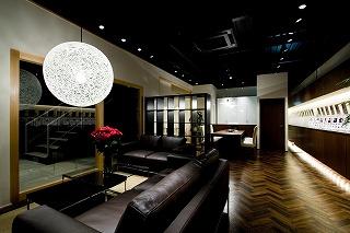 店舗のモダンなペンダント照明・空間デザイン