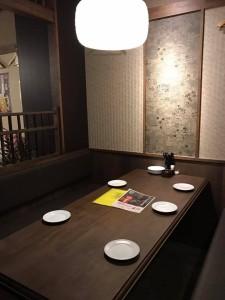 ポイント壁のテーブル席