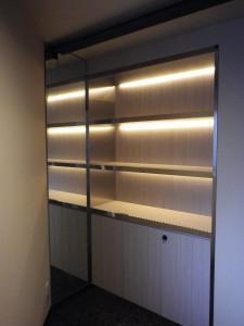 間接照明とsus貼りの本棚